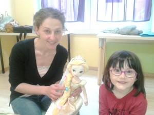 Teacher Angela e Valentina al laboratorio di inglese per bambini a Pisa - Help Traduzioni - Mixart